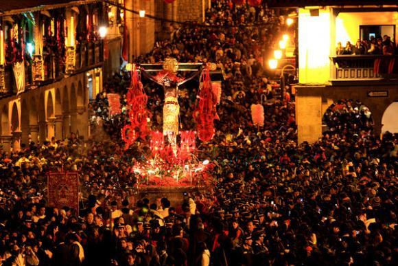 Como en muchos lugares del Perú, Cusco vive con fervor la Semana Santa con la procesión del Señor de los Temblores.