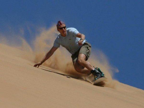 En Ica es uno de los destinos preferidos para la práctica del sandboarding