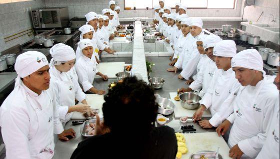 Te interesa la gastronom a estos son los mejores centros for Donde estudiar cocina