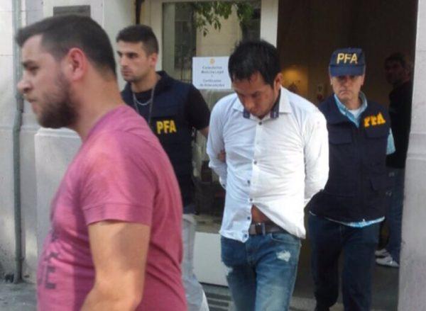 Agentes de la Policía Federal Argentina trasladan a 'Servando' hacía la sede Interpol
