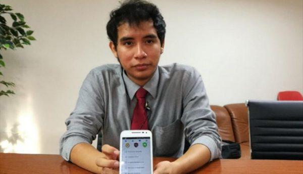 Moisés Salazar muestra la aplicación anticrimen por la que fue premiado en Estados Unidos
