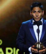Ruidíaz se vistió de gala para recibir su premio en Los Ángeles