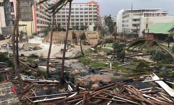La pequeña isla de Saint Maarten quedo destruida tras el paso de 'Irma'