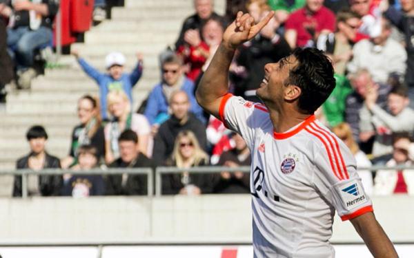 """Pizarro se puso """"dos más"""" en la goleada del Bayern ante el Hannover 96"""
