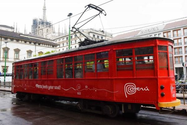 El tranvía con degustaciones de comida peruana tiene gran éxito en Milán