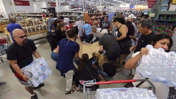 La población de Florida se aglomera en los supermercados para comprar agua y alimentos ante la llegada de ''Irma''.